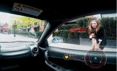Video: Eksperiments Kanādā – kā meitenes reaģē uz vīrieti ar 'Ferrari'