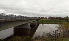 Foto: Bārtas upē ievērojami cēlies ūdens līmenis