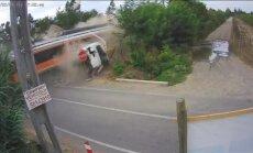 Video: Traģiska vilciena un kravas auto sadursme Čīlē