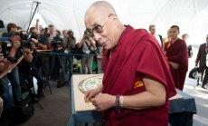 Ķīna: Dalailama 'zaimo' budismu, apšaubot savu pārdzimšanu