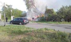 Video: Rīgas nomalē deg koka māja, lapene un piebūve