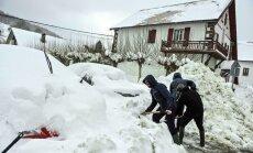 Spānijas ziemeļus paralizē dziļš sniegs un sals