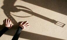 Latvijā vismaz 17 cilvēkus tur aizdomās par cilvēku tirdzniecību