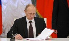 Krimas aneksija pabeigta: Putins paraksta likumu par pievienošanu Krievijai
