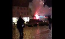 Video: Vācijas mazpilsētā Jaungada naktī uzspridzina vēsturisku strūklaku
