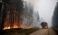 Zviedrijā cīņa ar mežu ugunsgrēkiem nebeidzas