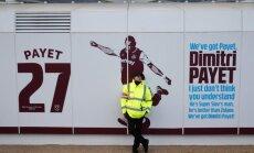 Dusmīgi līdzjutēji ar ķieģeli izsit logu 'West Ham United' pussarga Pajē mašīnai