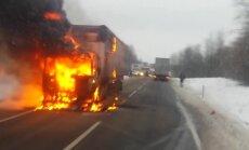 ФОТО, ВИДЕО: На Даугавпилсском шоссе горит грузовик