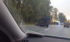 Video: Uz Liepājas šosejas sadūrušās divas automašīnas; satiksme atjaunota