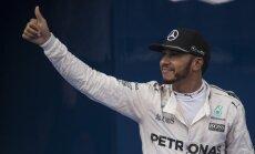 Hamiltons izcīna uzvaru Malaizijas F-1 posma kvalifikācijā