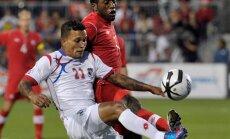 Panama Amilcar Henriquez (L) against Canada Olivier Occean
