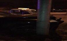 Video: Vienības gatvē naktī uz svētdienu notikusi avārija; 2 cietušie