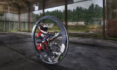 Video: Brits ar monociklu uzstādījis braukšanas ātruma rekordu