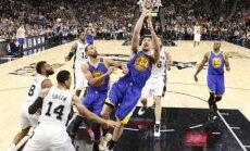NBA līdervienību duelī 'Spurs' piekāpjas 'Warriors'; Bertāns nospēlē noslēdzošo minūti