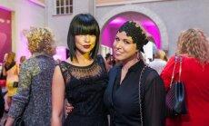 Foto: Populāras dāmas līksmo smalkā modes burziņā