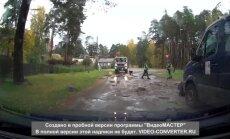 Pirms un pēc: 'Delfi' lasītāja nofilmē ceļa lāpīšanu Rīgā