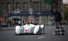 Ar 'Radical' sacīkšu auto pa Rīgas centra ielām