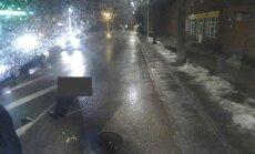 Sabiedrību šokējušā Liepājas negadījuma video: notriektajam sirmgalvim pat nemēģina palīdzēt