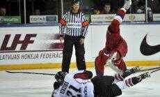 Foto: Latvijas hokejisti pieveic Krievijas otro izlasi