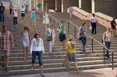 """Иллюзия (не)нормальности. Сможешь ли увидеть, что """"не так"""" на этих 10 фото толп людей?"""