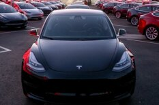 """Про Tesla Model 3 без пафоса. О """"культовом е-мобиле"""" — для нормального человека"""