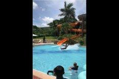 ВИДЕО: Подросток съехал с водной горки с нарушением всех законов физики и…