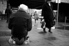 Пасхальная Рига глазами иностранного фотографа - бомжи, дождь, угрюмые лица