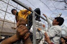 Pie Maķedonijas robežām sākušies saniknotu bēgļu protesti