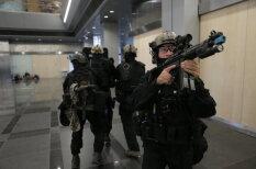 """""""Замок света"""" в пятницу изнутри: латвийский спецназ освобождает заложников"""