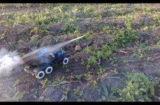 """ВИДЕО: Белорус создал рабочий бумажный """"Град"""" с ракетами на карамельном топливе"""