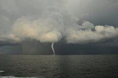 Унесенные ветром: редкие фото смерчей над Прибалтикой