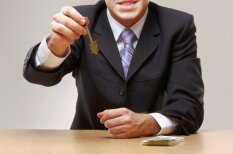 Noliktās atslēgas, mīkstā piezemēšanās un cits birokrāt-lirikas 'sviests'