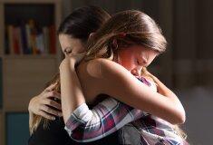 pusaudzis-jauniete-meitene-mate-emocijas-skumjas-49801103.jpg