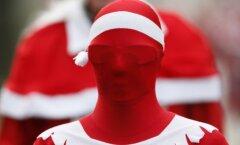 Foto: Dīvainās izdarības Ziemassvētku vecīša kostīmā