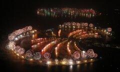 Foto: Ar iespaidīgu un rekordlielu uguņošanu gadu ievada Dubaijā