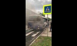 Video: Aizdedzies 'Rīgas satiksmes' autobuss
