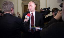 История дня. Парламентский скандал: почему депутата Лиепиньша перестали пускать в Сейм, но он все равно туда ходит