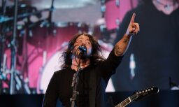 ФОТО: Мощный концерт Foo Fighters собрал в Риге более 20 000 зрителей