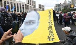 EP aicina Krieviju atbrīvot ukraiņu režisoru Oļegu Sencovu