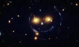 Ar Habla teleskopu atrod 'kosmosa smaidiņu'