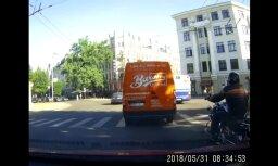 Video: Aculiecinieks novērojis nepieklājīgu motocikla vadītāju uz ceļa