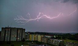 Iespaidīgu video izlase: Kā baisā vētra un zibeņi plosījās Igaunijā