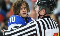 Divi Krievijas izlases hokejisti pirmajā mačā guvuši traumas