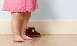 Jelgavā naktī pa ielu klīst divus gadus veca meitenīte