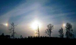 Foto: Debesīs pie Valmieras greznojas krāšņs Saules halo