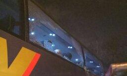 Aculiecinieka foto: 'Lux Express' autobuss Maskavā aizķēris autoostas apsardzes namiņu