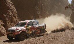 Šāgada Dakaras rallija pirmā ātrumposma uzvarētājs Al Atija izstājas no sacensībām