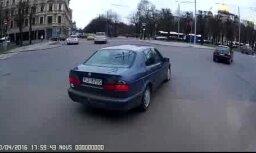Video: 'SAAB' autovadītājs nekaunīgi nogriež ceļu autobusam