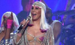 Откровенные наряды 71-летней Шер на церемонии Billboard произвели фурор (ФОТО)