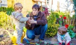 Kā un kāpēc pavasara tīrīšanas un dārza darbos iesaistīt savu mazo ķiparu